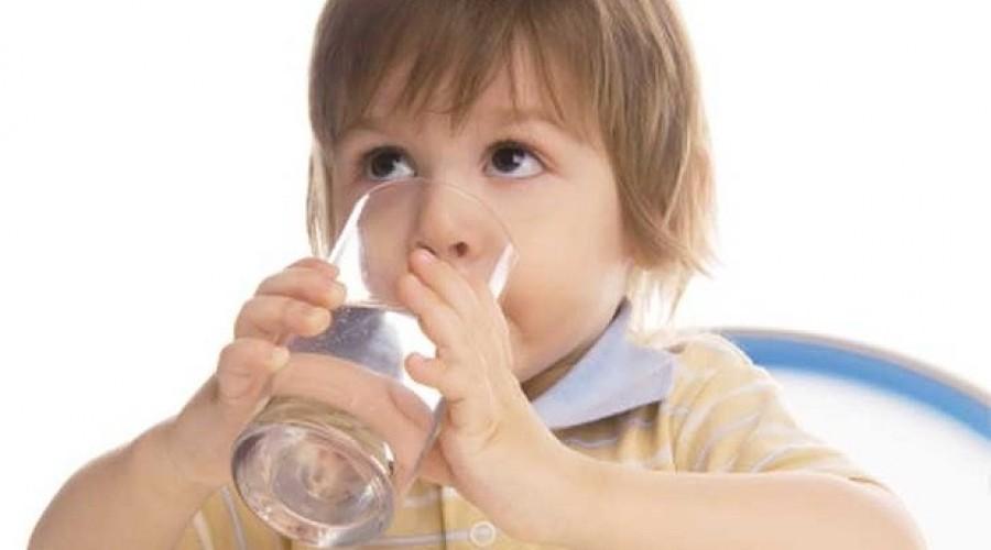 Bổ sung nước cho trẻ trong tiêu chảy do dùng kháng sinh