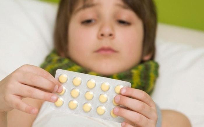 Trẻ bị dễ bị tiêu chảy khi uống kháng sinh dài ngày