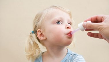 Để 80% men vi sinh con bạn uống vào không còn
